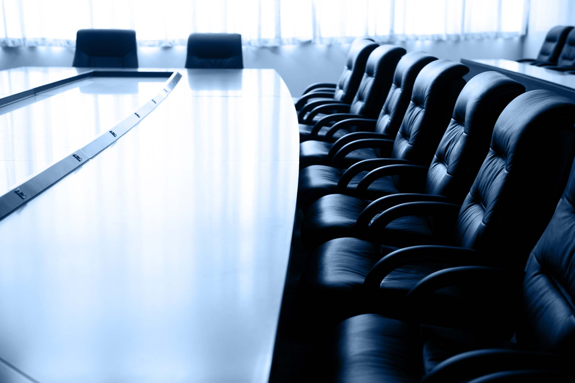 mesa-reuniao-cadeiras